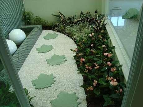 36. Pedras para jardim de inverno com caminho de pedras com formato de folha. Projeto de Elaine Mattos Motta