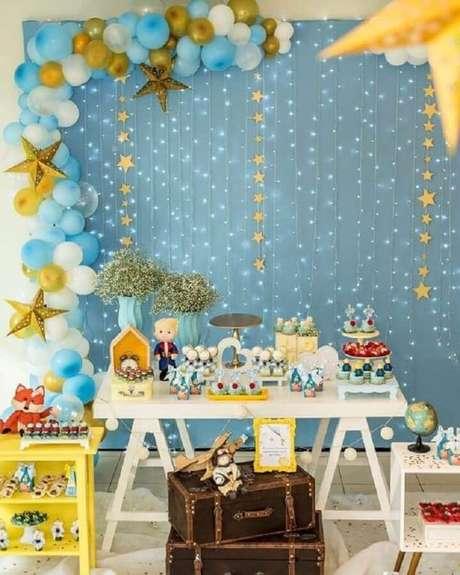 4. O Pequeno Príncipe também é muito usado como tema de mesversário menino – Foto: Pinterest