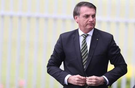 O presidente da República, Jair Bolsonaro, em frente ao Palácio da Alvorada, em Brasília, na manhã desta quinta-feira, 07