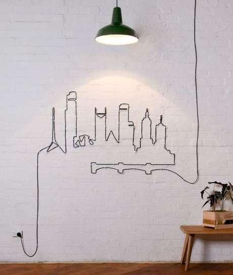 6. Use a criatividade para criar um lindo desenho na parede a partir dos fios e cabos aparentes. Fonte: Architecture & Design