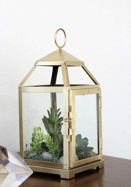 65. A estrutura da lanterna marroquina pode servir de base para o seu terrário. Fonte: Pinterest