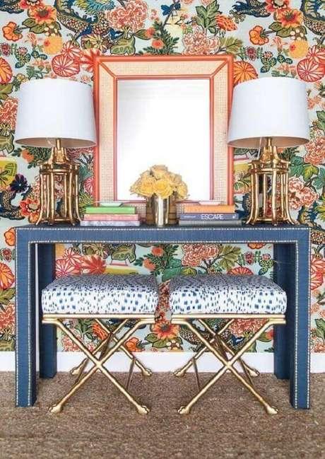 101. Aparador azul para sala colorida. Fonte: Pinterest