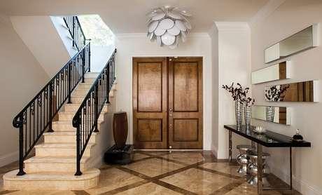 15. Aparador de ferro decora o hall de entrada. Fonte: Pinterest