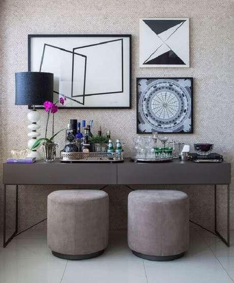 79. Aparador de ferro para sala moderna. Fonte: Casa de Valentina
