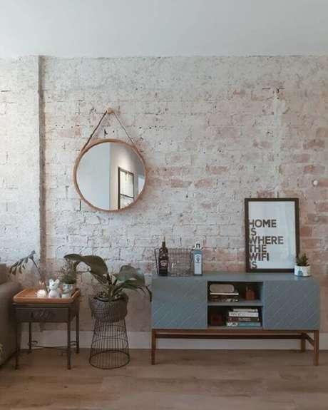 89. Aparador retrô com portas e nicho para sala de estar. Fonte: Pinterest