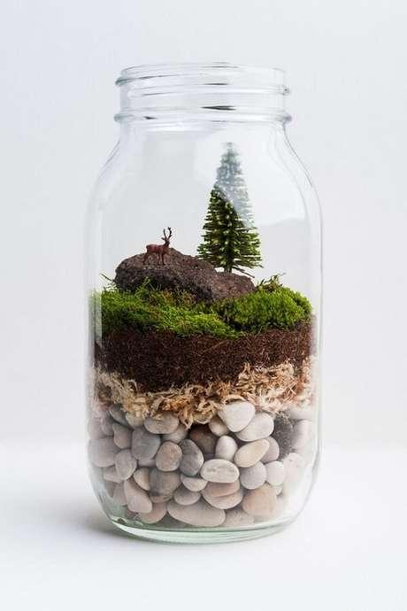 2. Bonecos miniatura podem deixar o terrário ainda mais especial. Fonte: Pinterest