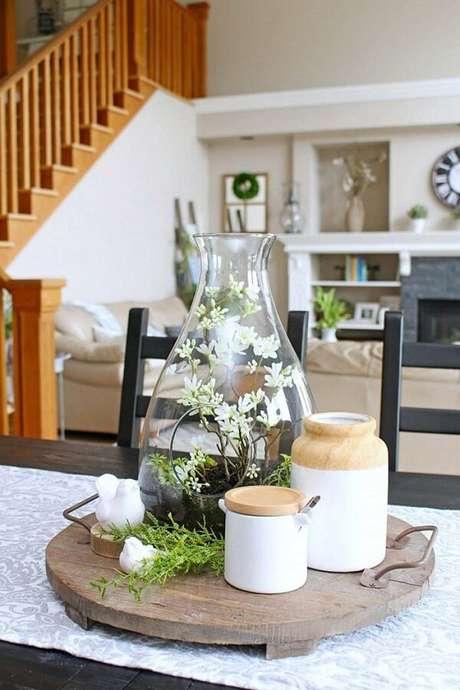 82. Decore o centro da mesa com um lindo terrário. Fonte: Pinterest