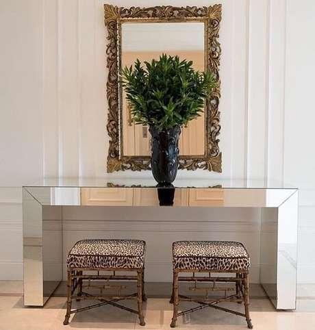 20. Decore seu ambiente com um aparador espelhado. Fonte: Pinterest