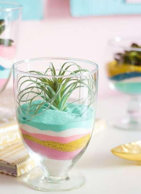 80. Lindo terrário com areia colorida. Fonte: Pinterest