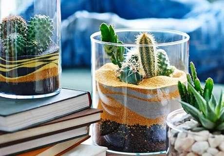 87. Mescle diferentes tons de areia dentro do vidro. Fonte: Pinterest