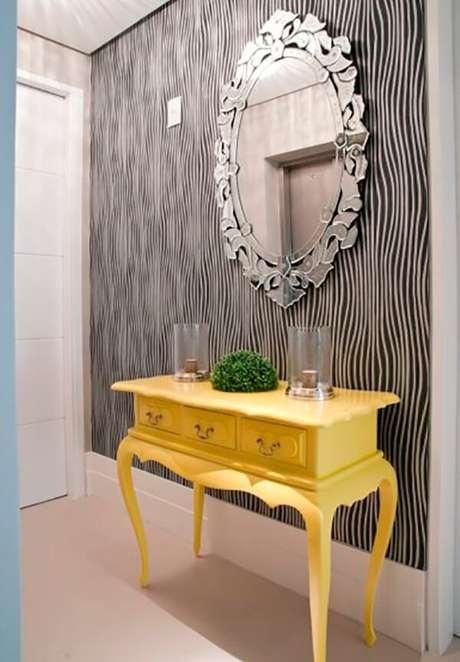 19. O aparador amarelo traz alegria para o ambiente. Fonte: Pinterest