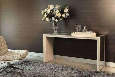 56. O aparador espelhado é uma peça versátil para todos os estilos de decoração. Fonte: Morada móveis