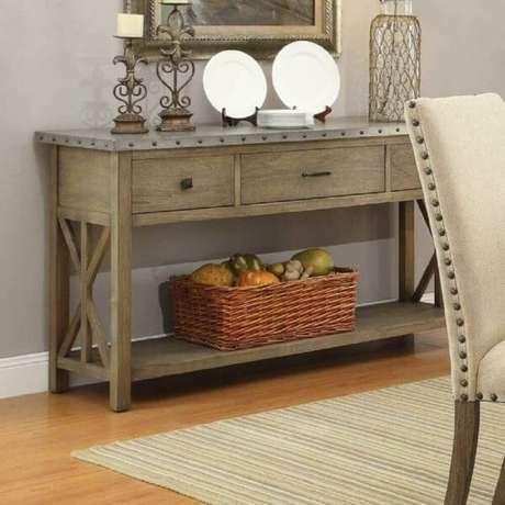 52. O aparador para sala de jantar com gavetas é ótimo para guardar pequenos objetos como agendas e chaves. Fonte: Pinterest
