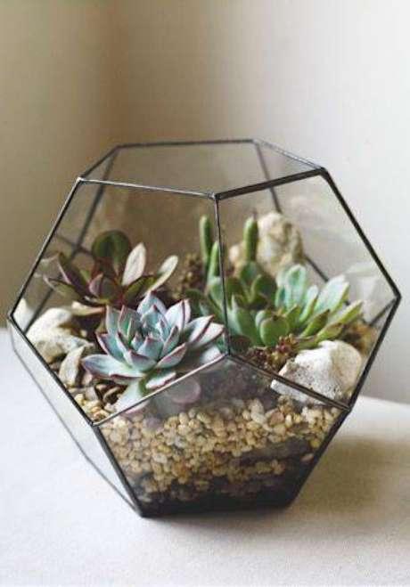 85. Os vasos estruturados são um ótimo lugar para terrário. Fonte: Pinterest