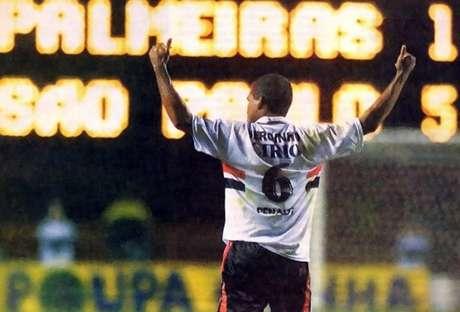 Serginho marcou três gols em goleada sobre o Palmeiras, no Paulistão de 1999 (Foto: Divulgação)