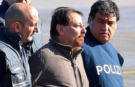 Cesare Battisti em seu retorno à Itália, em 14 de janeiro de 2019