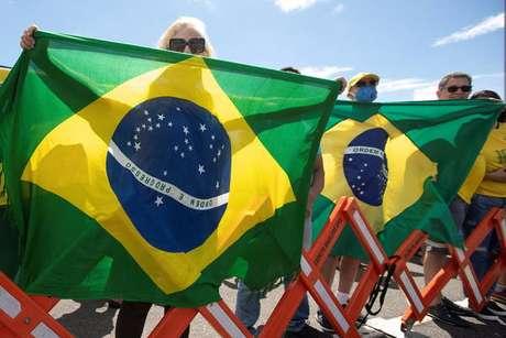 Apoiadores de Bolsonaro fazem protesto pelo voto impresso