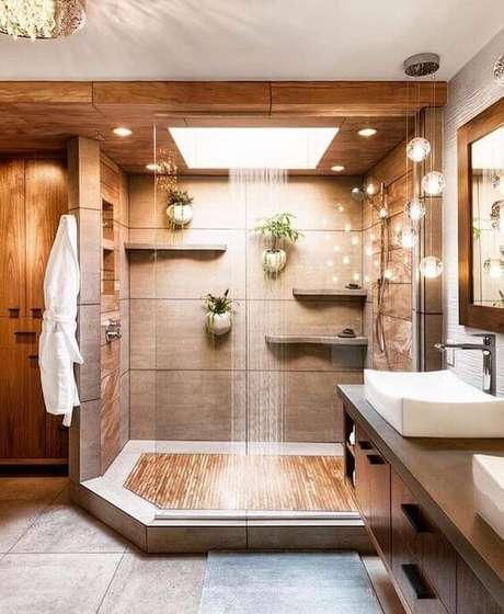 40. Banheiro moderno com porcelanato amadeirado – Via: Pinterest
