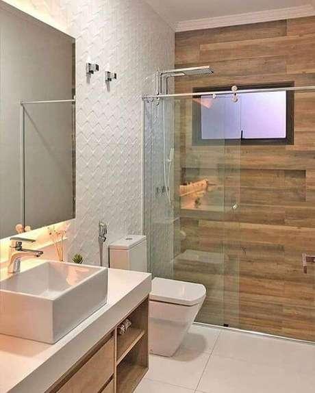 37. Banheiro com porcelanato amadeirado – Via: Pinterest