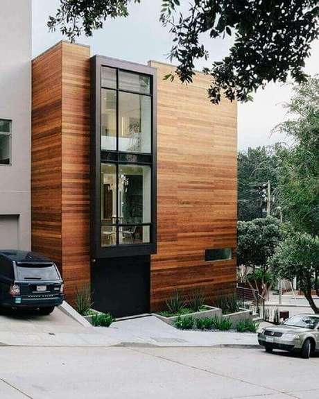 11. Muro com porcelanato amadeirado na fachada de casa – Via: Revista VD