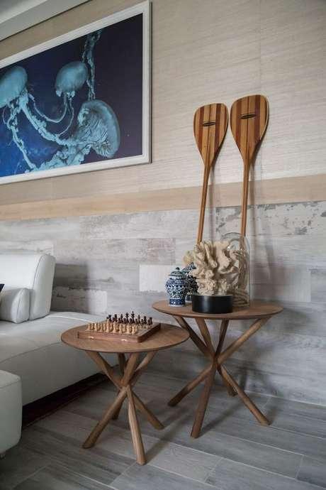 4. Porcelanato amadeirado cinza na sala de estar – Via: Decor Stiles