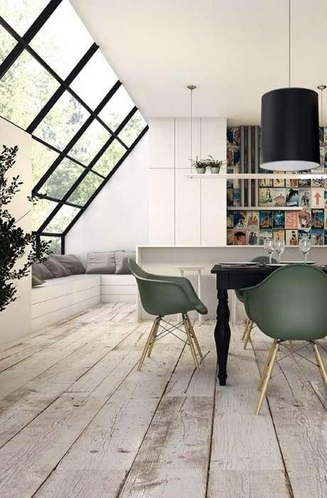 16. Porcelanato que imita madeira cinza na casa moderna – Via: Pinterest