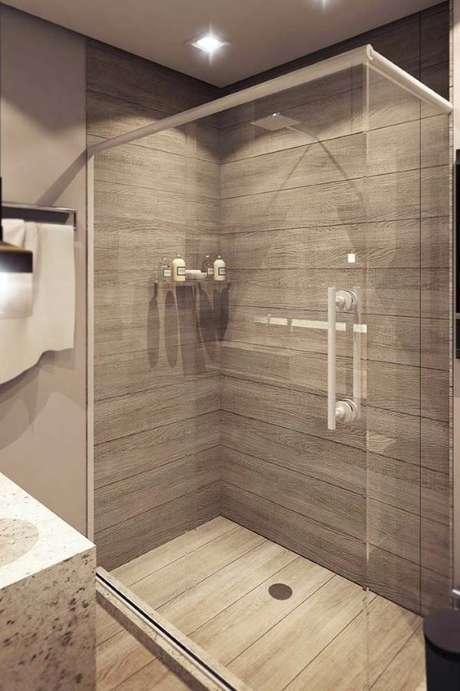 27. Porcelanato amadeirado no banheiro moderno – Via: Pinterest