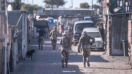 A África do Sul implementou medidas de contenção, consideradas por muitos como as mais rigorosas do mundo, em meados de março