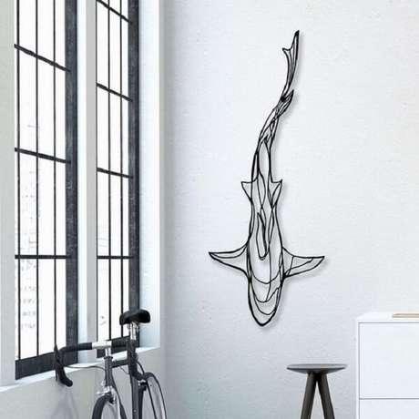 27. A escultura de ferro da parede forma a imagem de um tubarão. Fonte: Pinterest