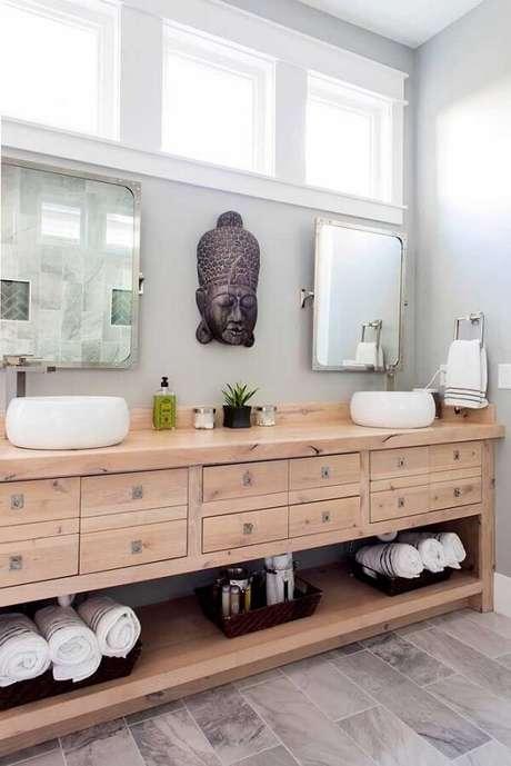39. A escultura de parede indiana foi fixada no banheiro. Fonte: Pinterest
