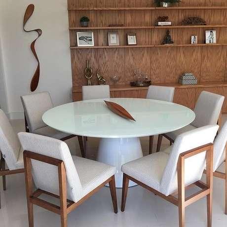 52. Complemente a decoração da sala de jantar com uma linda escultura de parede. Fonte: Leonardo Bueano
