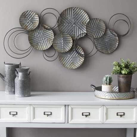62. Escultura de ferro para parede em formato redondo. Fonte: Pinterest