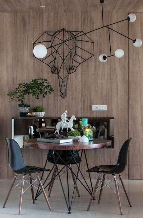 44. Escultura de parede para sala de jantar de ferro retrata a imagem de um elefante. Fonte: Pinterest