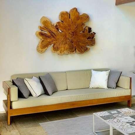 7. Escultura de madeira para parede com formato orgânico. Fonte: Torah