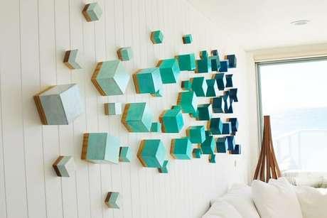 50. Escultura de parede feita com cubos coloridos. Fonte: Pinterest