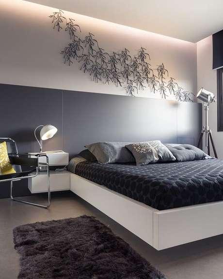 14. Traga personalidade para o dormitório incluindo uma escultura de parede. Fonte: Arquitetendo Ideias