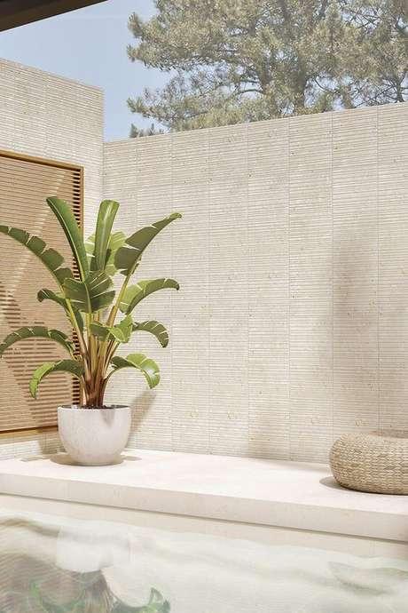 11. Use o vaso grande para decorar a área externa de casa, como a piscina – Via: Pinterest