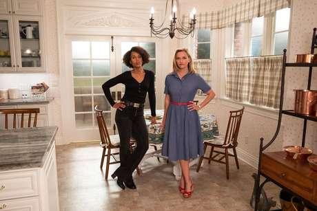 Kerry Washington é Mia e Reese Witherspoon é Elena em 'Pequenos Incêndios Por Toda Parte'