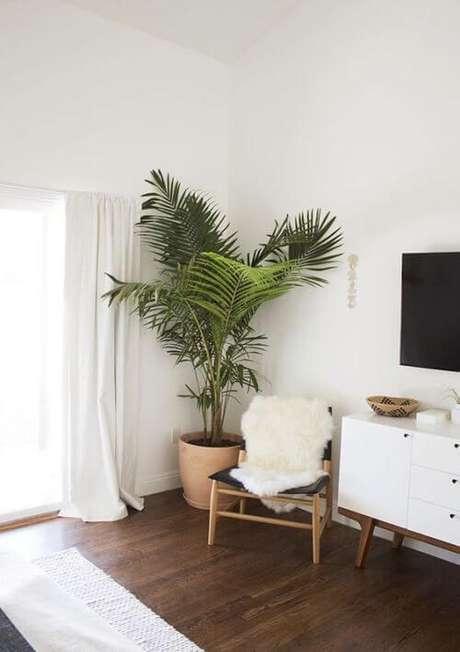 18. sala moderna com vaso de barro grande – Via: Pinterest