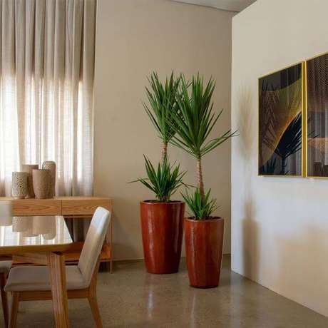 19. Sala com vaso grande moderno – Via: Pinterest