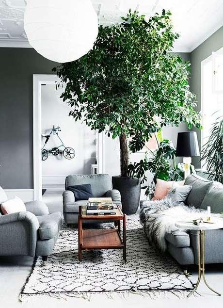 21. Vaso grande para sala de estar em tons neutros – Via: Casa Vogue