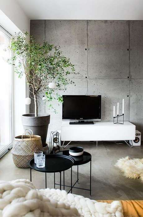 23. Sala de estar decorada com vaso grande – Via: Pinterest
