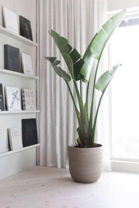 4. Vaso grande de cimento na sala de estar clean – Via: Pinterest