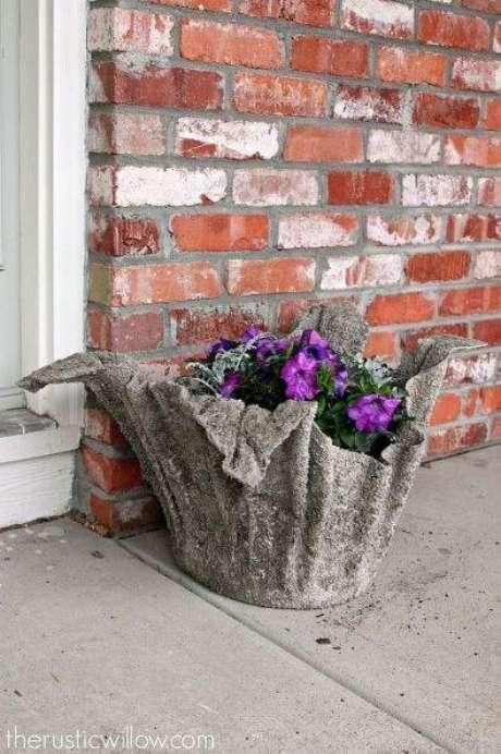 45. Você mesmo pode fazer um vaso grande de cimento – Via: Pinterest
