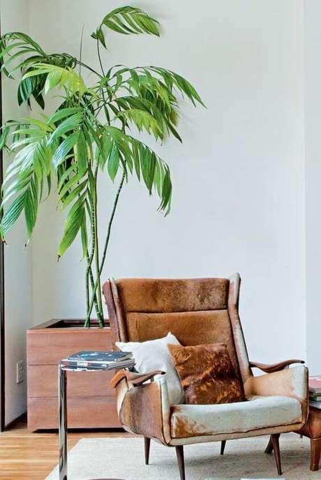 52. O vaso grande de madeira também é uma opção para sua sala de estar – Via: Pinterest