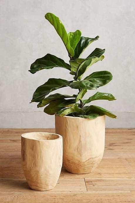 53. Vaso grande de madeira para plantas – Via: Pinterest
