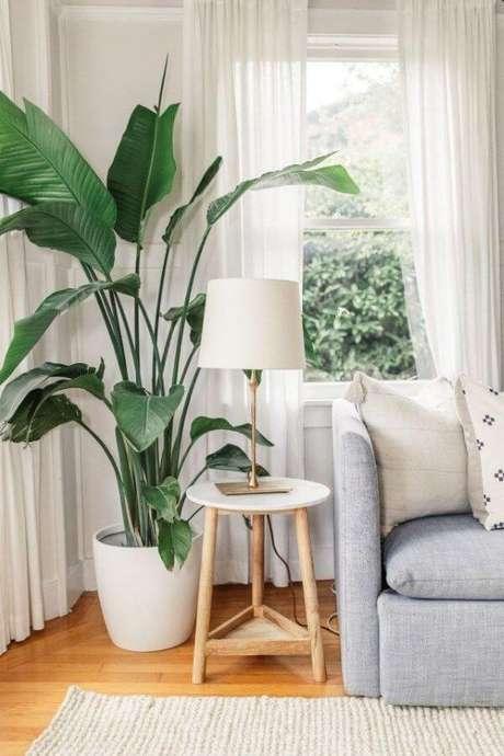 1. Vaso grande para sala de estar moderna e confortável – Via: Pinterest