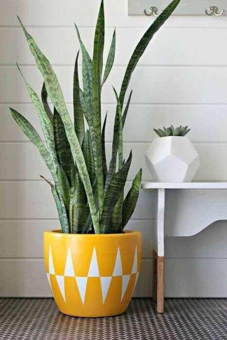 49. Que tal ter lindos vasos decorativos grandes coloridos? – Via: Pinterest