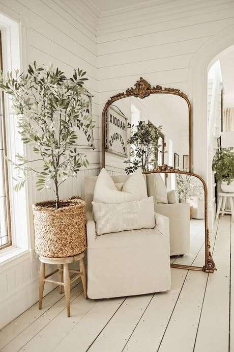 66. Vaso grande na sala de estar clean – Via: Liz Marie Blog