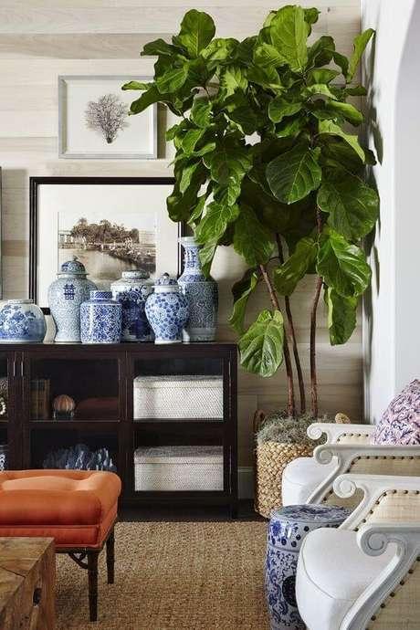 67. Vaso grande na sala de estar moderna – Via: Laurel Bern Interiores
